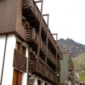 Telaio-schermo con terrazze appese
